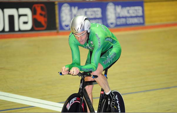 mcnally-track-ireland-full_Stephen_McNally_on_his_way_to_Worlds_Masters_pursuit_silver_in_Manchester_Photo__Larry_Hickmott_velouk.net